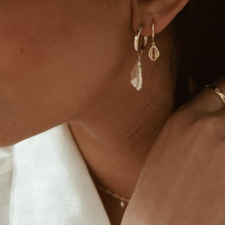 Ella Palm Cowrie Shell 18k Gold Huggie Hoop Earrings