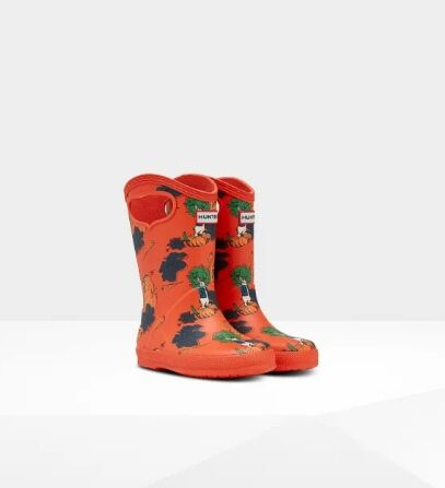 Hunter Kids First Grab Handle Peter Rabbit Wellies Lava Red